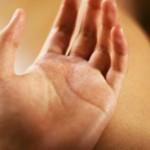 手汗の原因はストレス!? 手汗を止める簡単な方法は?